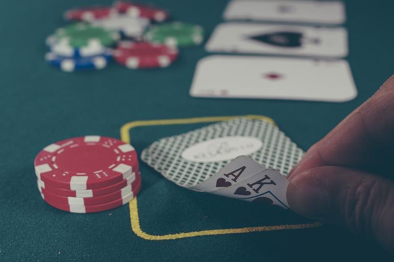 Live dealer online casinos vs in-person casinos