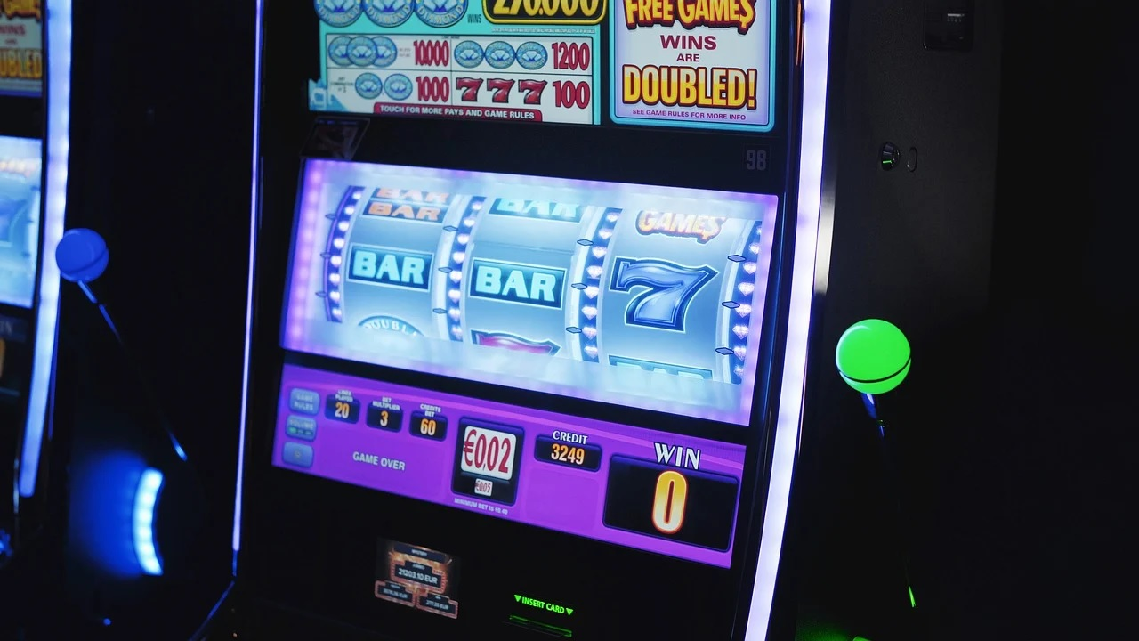Play online slots to have the best gambling experience