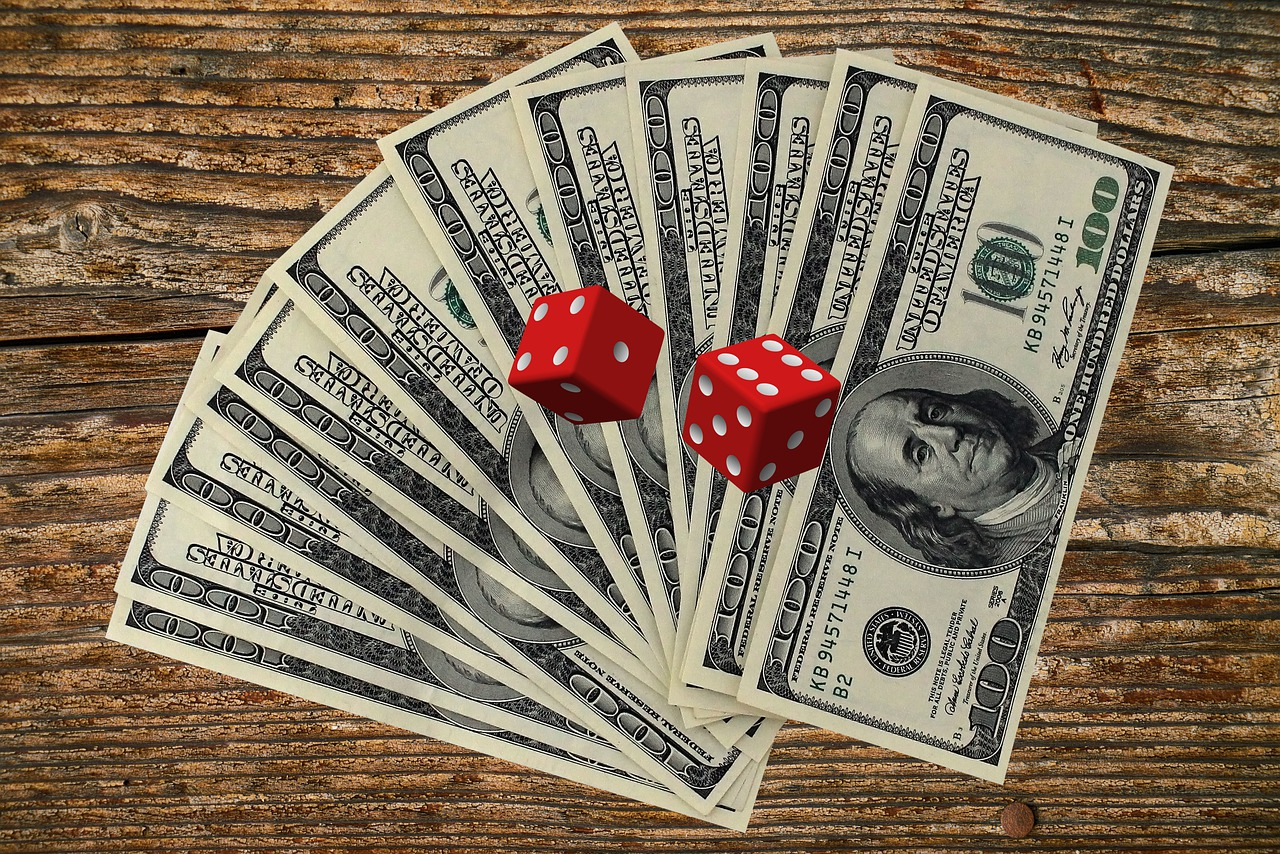 How could you gain extra cash by choosing online casinos?