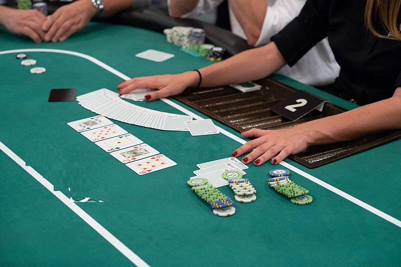 Checkout popular reasons for selecting live poker platforms