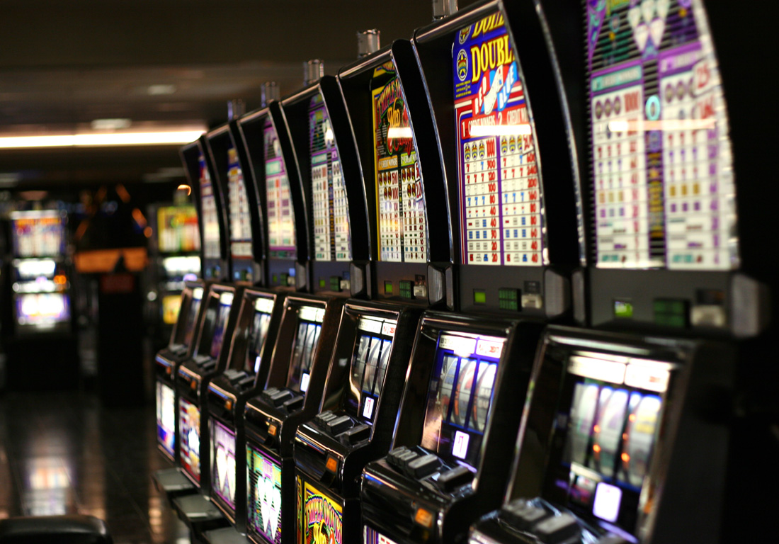 What are the different types of a slot machine?