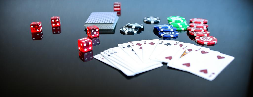 Important things that you need to know before gambling online