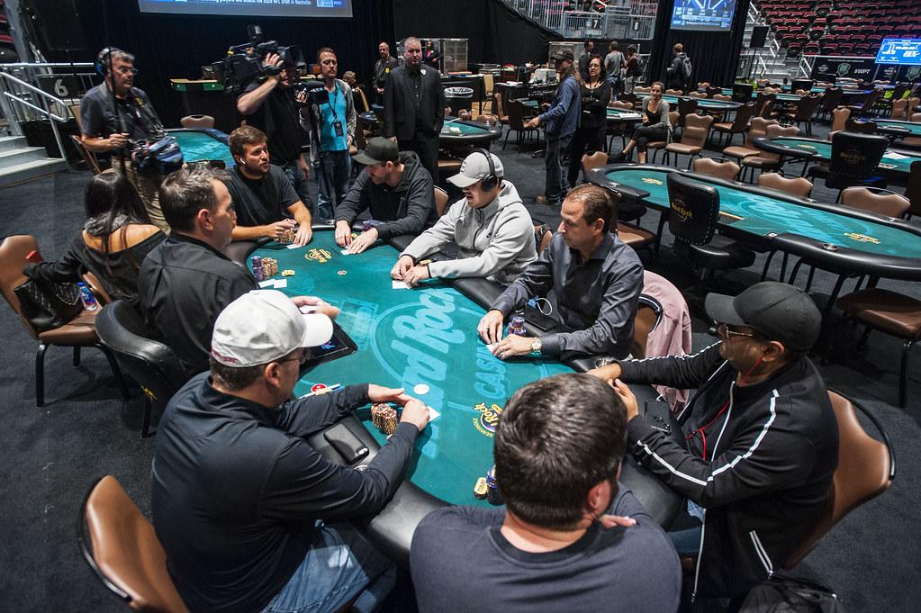Should I Play Cash Games or Tournaments?