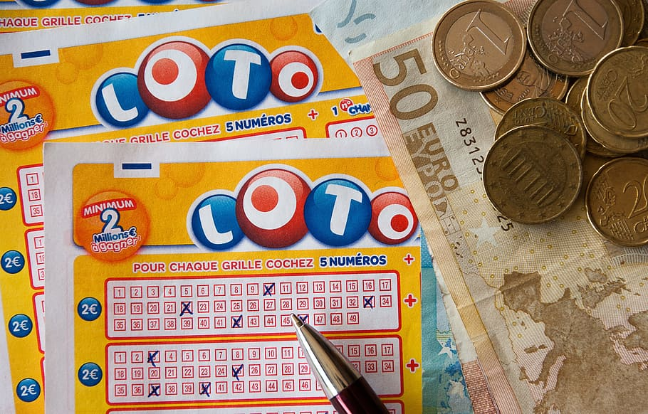 How can you play online lottery for free?