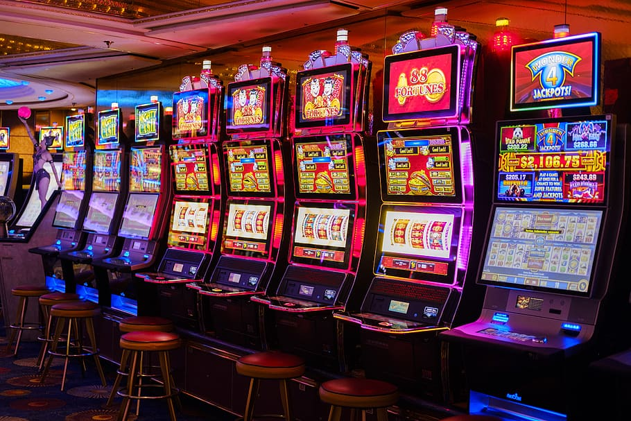 Top 5 Economic Benefits Available While Playing At Online Slot Machine